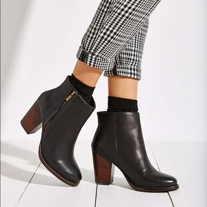 UO Silence + Noise Half Stacked Ankle Boots Size 7
